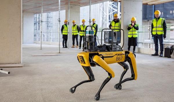 Robot de Boston Dynamics con inteligencia artificial supervisa obra de construcción
